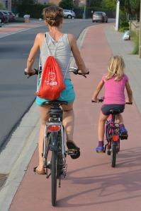 cyclists-885609_640