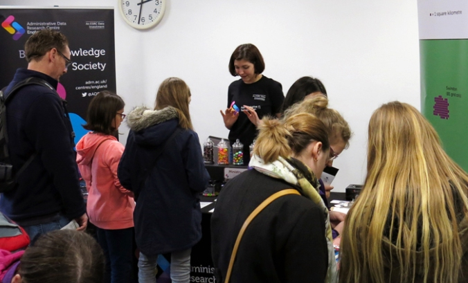 SotSef stand people