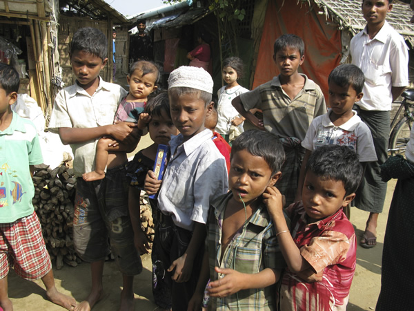 Children in Rohingya camp outside Sittwe 600.jpg